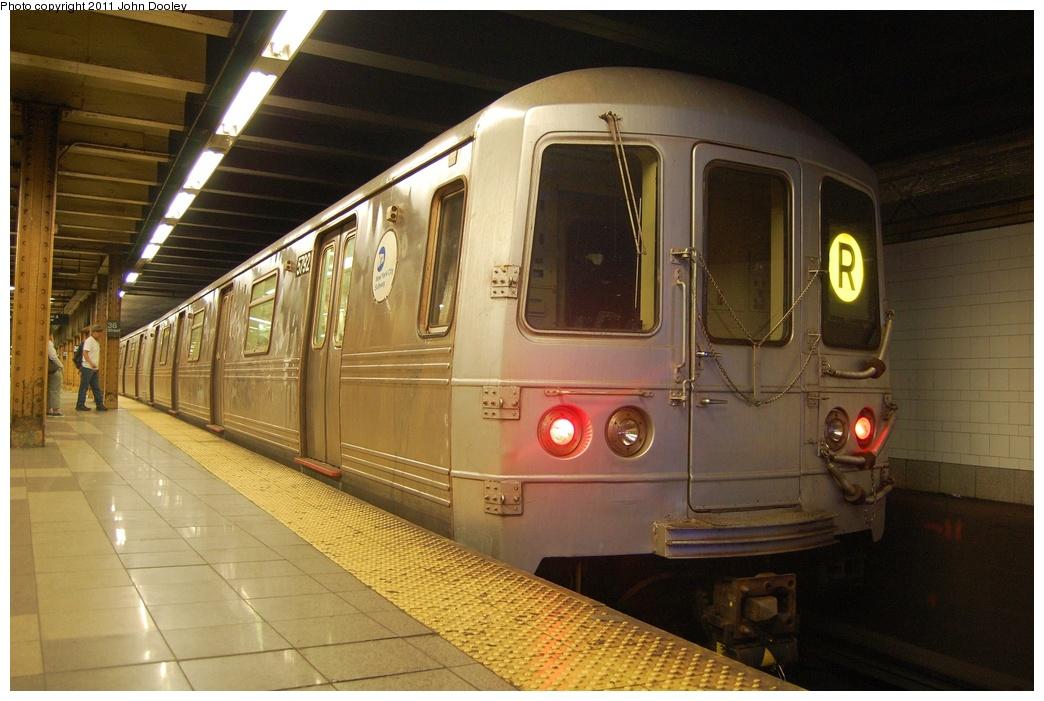 (303k, 1044x701)<br><b>Country:</b> United States<br><b>City:</b> New York<br><b>System:</b> New York City Transit<br><b>Line:</b> BMT 4th Avenue<br><b>Location:</b> 36th Street <br><b>Route:</b> R<br><b>Car:</b> R-46 (Pullman-Standard, 1974-75) 5792 <br><b>Photo by:</b> John Dooley<br><b>Date:</b> 6/28/2011<br><b>Viewed (this week/total):</b> 1 / 1069