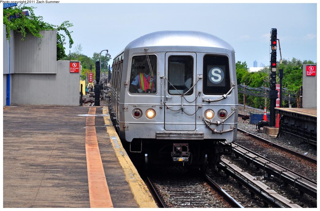 (407k, 1044x689)<br><b>Country:</b> United States<br><b>City:</b> New York<br><b>System:</b> New York City Transit<br><b>Line:</b> IND Rockaway<br><b>Location:</b> Broad Channel <br><b>Route:</b> S<br><b>Car:</b> R-46 (Pullman-Standard, 1974-75) 6124 <br><b>Photo by:</b> Zach Summer<br><b>Date:</b> 7/28/2011<br><b>Viewed (this week/total):</b> 1 / 1093