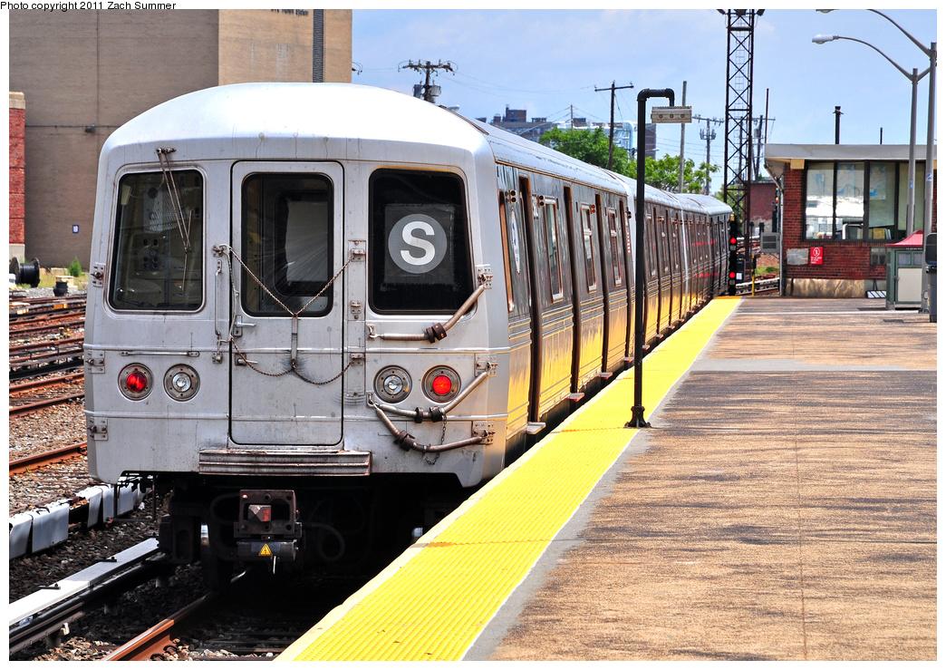 (487k, 1044x739)<br><b>Country:</b> United States<br><b>City:</b> New York<br><b>System:</b> New York City Transit<br><b>Line:</b> IND Rockaway<br><b>Location:</b> Rockaway Park/Beach 116th Street <br><b>Route:</b> S<br><b>Car:</b> R-46 (Pullman-Standard, 1974-75) 5882 <br><b>Photo by:</b> Zach Summer<br><b>Date:</b> 7/28/2011<br><b>Viewed (this week/total):</b> 0 / 1119