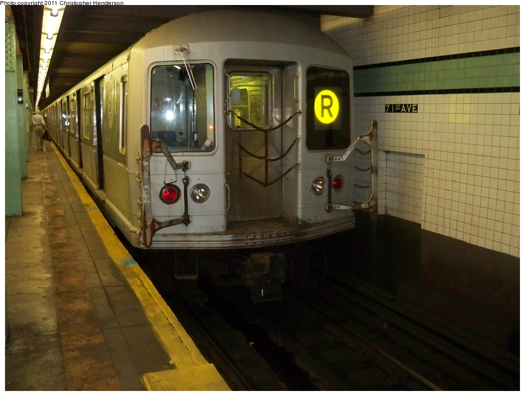 (262k, 1044x788)<br><b>Country:</b> United States<br><b>City:</b> New York<br><b>System:</b> New York City Transit<br><b>Line:</b> IND Queens Boulevard Line<br><b>Location:</b> 71st/Continental Aves./Forest Hills <br><b>Route:</b> R<br><b>Car:</b> R-40M (St. Louis, 1969)  4544 <br><b>Photo by:</b> Christopher Henderson<br><b>Date:</b> 8/21/2009<br><b>Viewed (this week/total):</b> 1 / 948