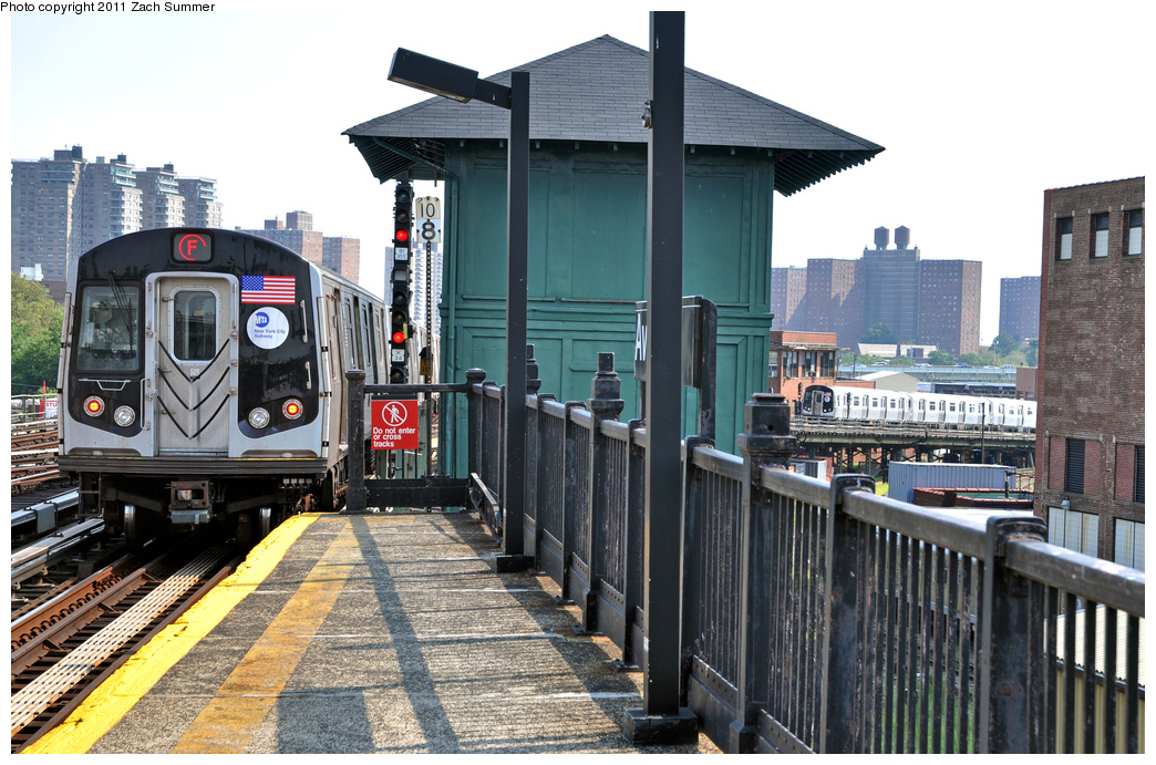 (402k, 1044x691)<br><b>Country:</b> United States<br><b>City:</b> New York<br><b>System:</b> New York City Transit<br><b>Line:</b> BMT Culver Line<br><b>Location:</b> Avenue X <br><b>Route:</b> F<br><b>Car:</b> R-160B (Option 2) (Kawasaki, 2009)  9898 <br><b>Photo by:</b> Zach Summer<br><b>Date:</b> 8/2/2011<br><b>Notes:</b> With R160A 9317 on an F Put-In<br><b>Viewed (this week/total):</b> 0 / 736