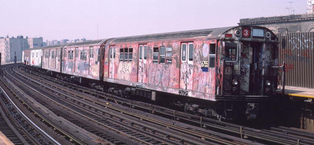(69k, 1000x462)<br><b>Country:</b> United States<br><b>City:</b> New York<br><b>System:</b> New York City Transit<br><b>Line:</b> IRT White Plains Road Line<br><b>Location:</b> Bronx Park East <br><b>Car:</b> R-17 (St. Louis, 1955-56) 6755 <br><b>Photo by:</b> Robert Callahan<br><b>Date:</b> 4/1985<br><b>Viewed (this week/total):</b> 3 / 1432