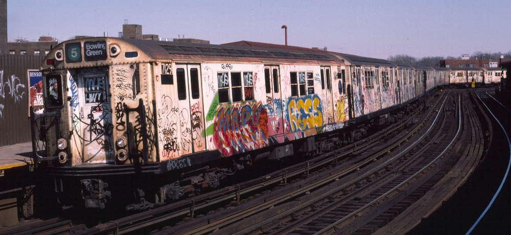 (67k, 1000x460)<br><b>Country:</b> United States<br><b>City:</b> New York<br><b>System:</b> New York City Transit<br><b>Line:</b> IRT White Plains Road Line<br><b>Location:</b> West Farms Sq./East Tremont Ave./177th St. <br><b>Route:</b> 5<br><b>Car:</b> R-21 (St. Louis, 1956-57) 7129 <br><b>Photo by:</b> Robert Callahan<br><b>Date:</b> 3/9/1985<br><b>Viewed (this week/total):</b> 0 / 1154