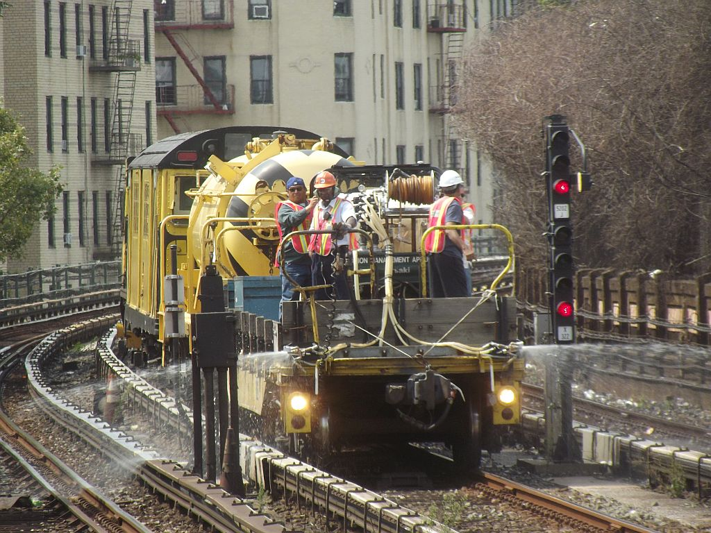 (226k, 1024x768)<br><b>Country:</b> United States<br><b>City:</b> New York<br><b>System:</b> New York City Transit<br><b>Line:</b> IRT Woodlawn Line<br><b>Location:</b> Bedford Park Boulevard <br><b>Route:</b> Work Service<br><b>Photo by:</b> Alize Jarrett<br><b>Date:</b> 8/24/2011<br><b>Viewed (this week/total):</b> 0 / 1247