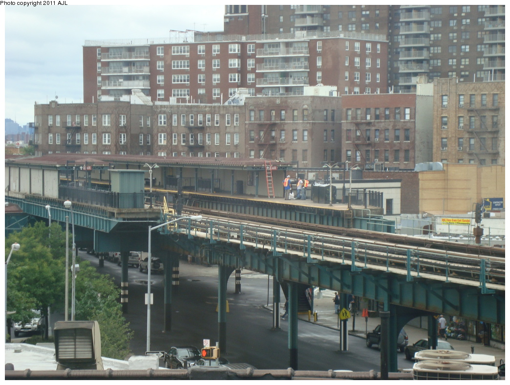 (333k, 1044x788)<br><b>Country:</b> United States<br><b>City:</b> New York<br><b>System:</b> New York City Transit<br><b>Line:</b> IRT Pelham Line<br><b>Location:</b> Buhre Avenue <br><b>Photo by:</b> Anthony J. Liccese<br><b>Date:</b> 8/28/2011<br><b>Notes:</b> Roof damage from Hurricane Irene<br><b>Viewed (this week/total):</b> 0 / 1450