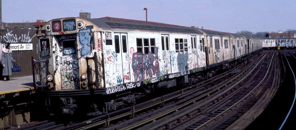 (70k, 1000x439)<br><b>Country:</b> United States<br><b>City:</b> New York<br><b>System:</b> New York City Transit<br><b>Line:</b> IRT White Plains Road Line<br><b>Location:</b> West Farms Sq./East Tremont Ave./177th St. <br><b>Route:</b> 2<br><b>Car:</b> R-22 (St. Louis, 1957-58) 7580 <br><b>Photo by:</b> Robert Callahan<br><b>Date:</b> 3/10/1985<br><b>Viewed (this week/total):</b> 4 / 1012