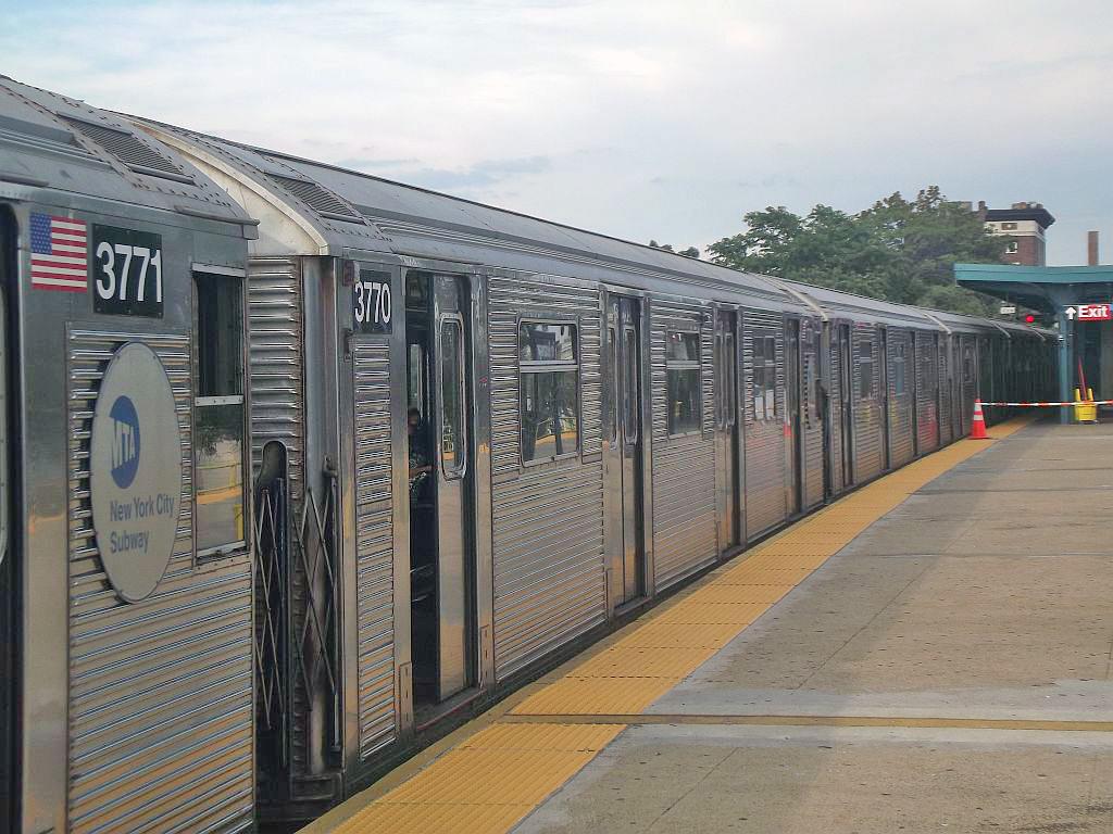 (269k, 1024x768)<br><b>Country:</b> United States<br><b>City:</b> New York<br><b>System:</b> New York City Transit<br><b>Line:</b> IND Rockaway<br><b>Location:</b> Mott Avenue/Far Rockaway <br><b>Route:</b> A<br><b>Car:</b> R-32 (Budd, 1964)  3770 <br><b>Photo by:</b> Alize Jarrett<br><b>Date:</b> 8/31/2011<br><b>Viewed (this week/total):</b> 0 / 942