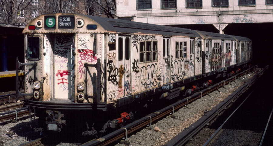 (64k, 900x483)<br><b>Country:</b> United States<br><b>City:</b> New York<br><b>System:</b> New York City Transit<br><b>Line:</b> IRT Dyre Ave. Line<br><b>Location:</b> Morris Park <br><b>Route:</b> 5<br><b>Car:</b> R-33 Main Line (St. Louis, 1962-63) 8829 <br><b>Photo by:</b> Robert Callahan<br><b>Date:</b> 3/9/1985<br><b>Viewed (this week/total):</b> 3 / 1397