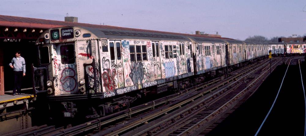 (68k, 1000x445)<br><b>Country:</b> United States<br><b>City:</b> New York<br><b>System:</b> New York City Transit<br><b>Line:</b> IRT White Plains Road Line<br><b>Location:</b> West Farms Sq./East Tremont Ave./177th St. <br><b>Route:</b> 5<br><b>Car:</b> R-33 Main Line (St. Louis, 1962-63) 8924 <br><b>Photo by:</b> Robert Callahan<br><b>Date:</b> 3/10/1985<br><b>Viewed (this week/total):</b> 0 / 1124