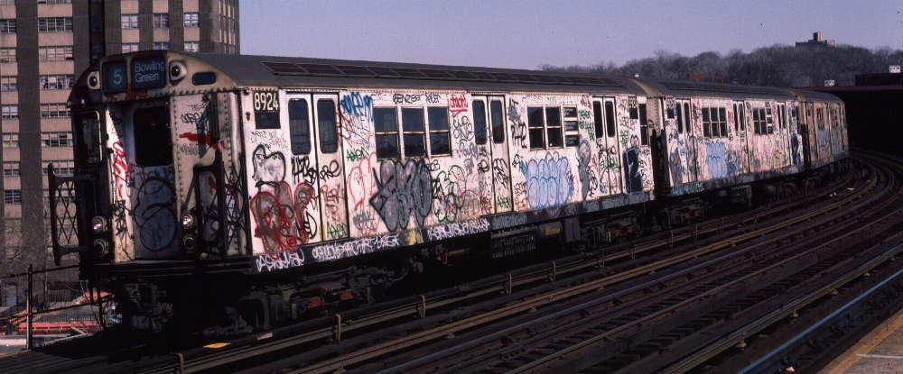 (65k, 1000x415)<br><b>Country:</b> United States<br><b>City:</b> New York<br><b>System:</b> New York City Transit<br><b>Line:</b> IRT White Plains Road Line<br><b>Location:</b> West Farms Sq./East Tremont Ave./177th St. <br><b>Route:</b> 5<br><b>Car:</b> R-33 Main Line (St. Louis, 1962-63) 8924 <br><b>Photo by:</b> Robert Callahan<br><b>Date:</b> 3/9/1985<br><b>Viewed (this week/total):</b> 3 / 840