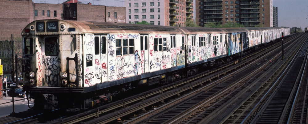 (67k, 1000x405)<br><b>Country:</b> United States<br><b>City:</b> New York<br><b>System:</b> New York City Transit<br><b>Line:</b> IRT White Plains Road Line<br><b>Location:</b> Pelham Parkway <br><b>Car:</b> R-33 Main Line (St. Louis, 1962-63) 9005 <br><b>Photo by:</b> Robert Callahan<br><b>Date:</b> 4/1985<br><b>Viewed (this week/total):</b> 0 / 772