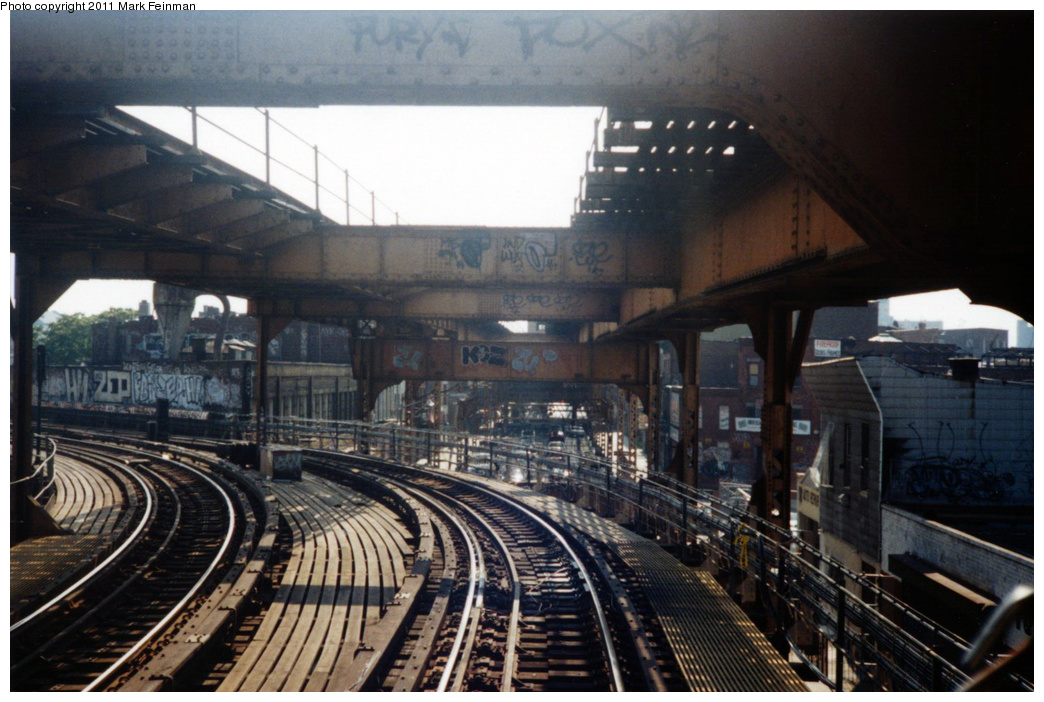 (334k, 1044x702)<br><b>Country:</b> United States<br><b>City:</b> New York<br><b>System:</b> New York City Transit<br><b>Line:</b> BMT Myrtle Avenue Line<br><b>Location:</b> Myrtle-Broadway Connecting Track <br><b>Photo by:</b> Mark S. Feinman<br><b>Date:</b> 7/1994<br><b>Viewed (this week/total):</b> 0 / 1573