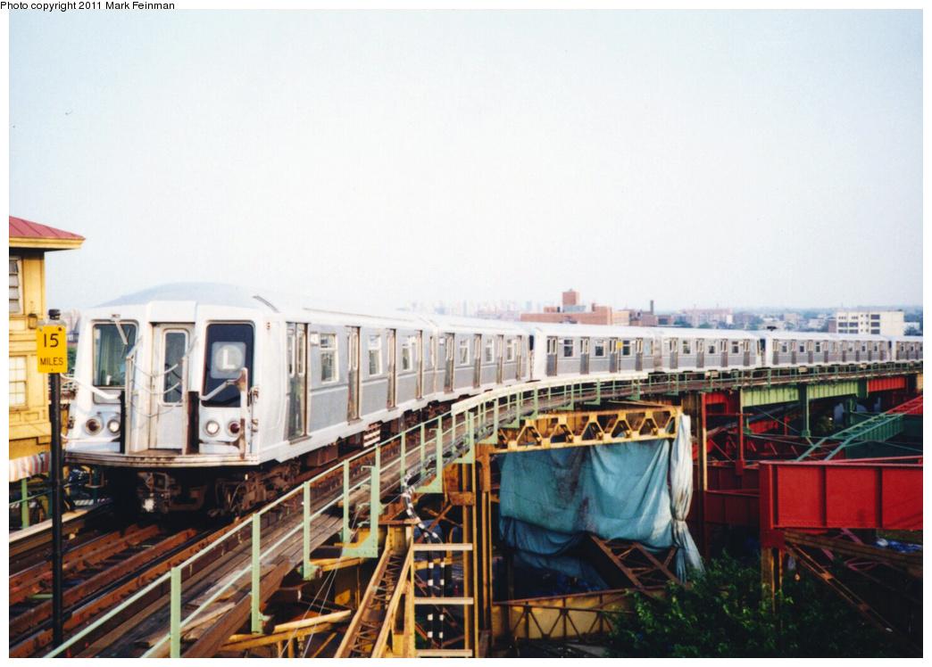 (333k, 1044x748)<br><b>Country:</b> United States<br><b>City:</b> New York<br><b>System:</b> New York City Transit<br><b>Line:</b> BMT Canarsie Line<br><b>Location:</b> Broadway Junction <br><b>Route:</b> L<br><b>Car:</b> R-40 (St. Louis, 1968)  4406 <br><b>Photo by:</b> Mark S. Feinman<br><b>Date:</b> 7/1994<br><b>Viewed (this week/total):</b> 2 / 1457