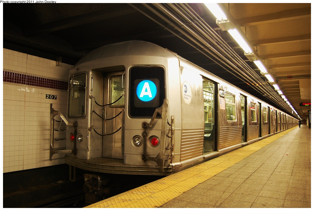 (339k, 1044x701)<br><b>Country:</b> United States<br><b>City:</b> New York<br><b>System:</b> New York City Transit<br><b>Line:</b> IND 8th Avenue Line<br><b>Location:</b> 207th Street <br><b>Route:</b> A<br><b>Car:</b> R-42 (St. Louis, 1969-1970)  4823 <br><b>Photo by:</b> John Dooley<br><b>Date:</b> 8/15/2011<br><b>Viewed (this week/total):</b> 0 / 1015