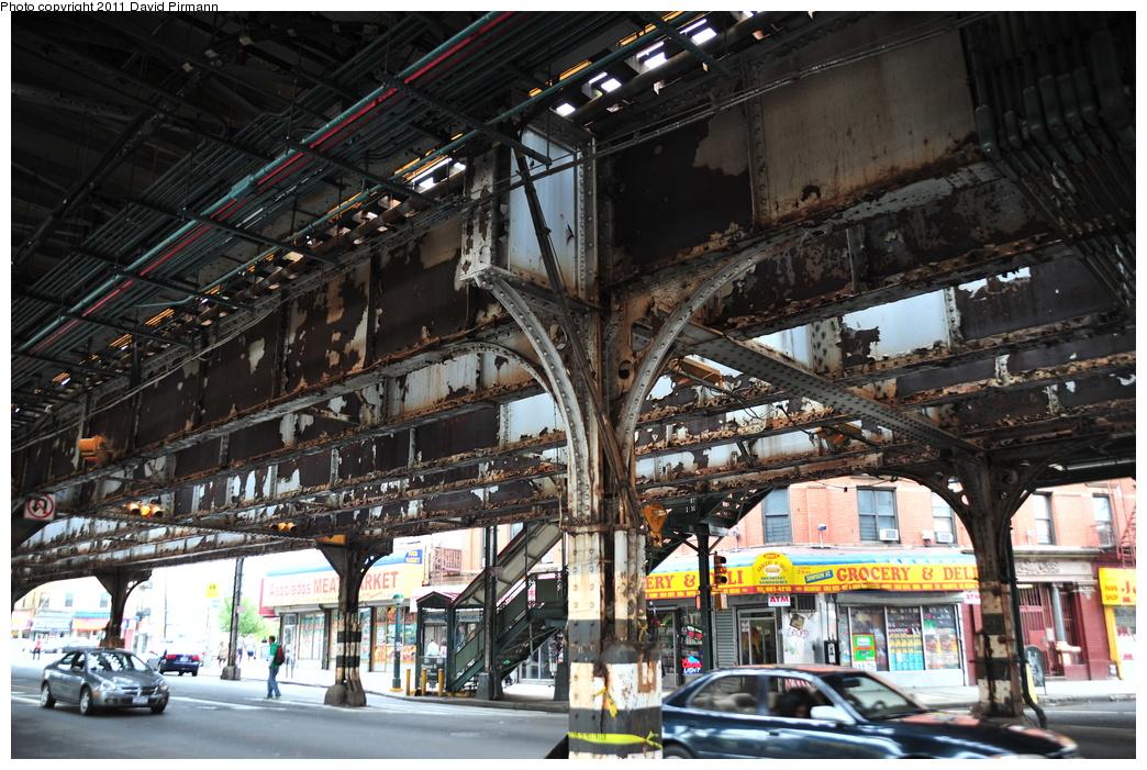 (433k, 1044x701)<br><b>Country:</b> United States<br><b>City:</b> New York<br><b>System:</b> New York City Transit<br><b>Line:</b> IRT White Plains Road Line<br><b>Location:</b> Simpson Street <br><b>Photo by:</b> David Pirmann<br><b>Date:</b> 9/24/2011<br><b>Viewed (this week/total):</b> 0 / 1267