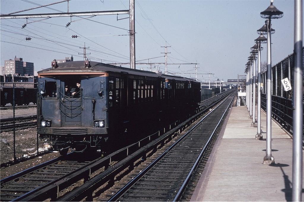 (218k, 1024x680)<br><b>Country:</b> United States<br><b>City:</b> New York<br><b>System:</b> New York City Transit<br><b>Line:</b> BMT Canarsie Line<br><b>Location:</b> New Lots Avenue <br><b>Route:</b> Fan Trip<br><b>Car:</b> BMT Q 1622 <br><b>Photo by:</b> Gerald H. Landau<br><b>Collection of:</b> Joe Testagrose<br><b>Date:</b> 2/22/1968<br><b>Viewed (this week/total):</b> 0 / 1206