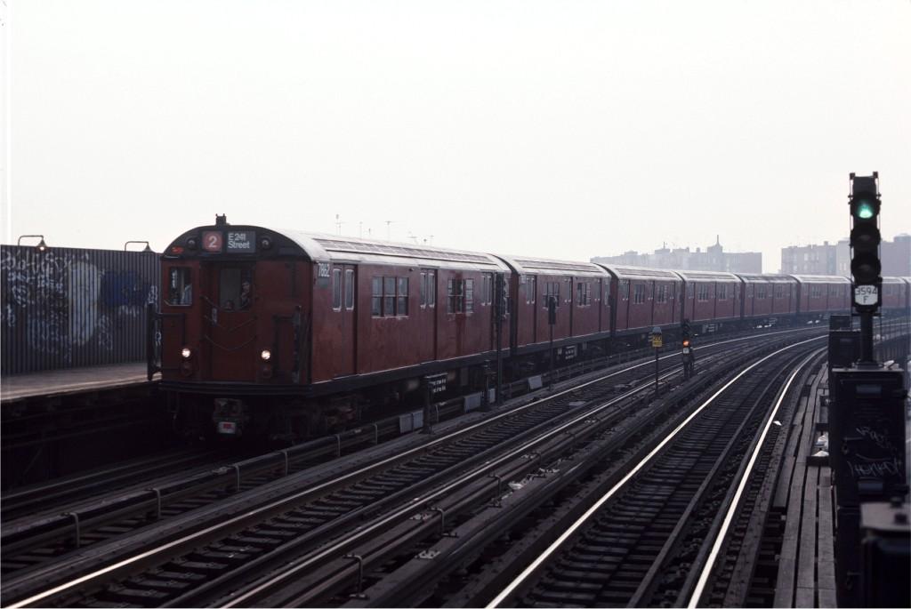 (123k, 1024x685)<br><b>Country:</b> United States<br><b>City:</b> New York<br><b>System:</b> New York City Transit<br><b>Line:</b> IRT White Plains Road Line<br><b>Location:</b> West Farms Sq./East Tremont Ave./177th St. <br><b>Route:</b> 2<br><b>Car:</b> R-28 (American Car & Foundry, 1960-61) 7862 <br><b>Photo by:</b> Steve Zabel<br><b>Collection of:</b> Joe Testagrose<br><b>Date:</b> 11/8/1987<br><b>Viewed (this week/total):</b> 0 / 1327