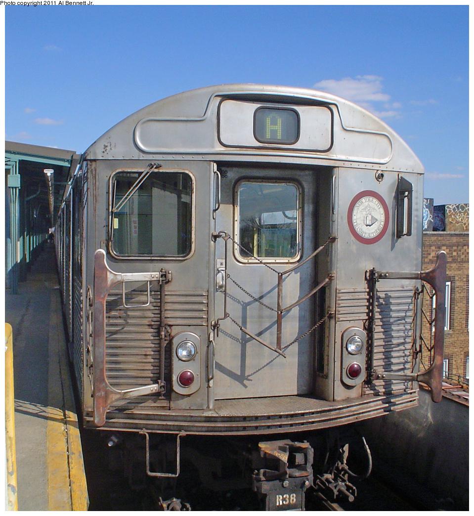 (513k, 959x1044)<br><b>Country:</b> United States<br><b>City:</b> New York<br><b>System:</b> New York City Transit<br><b>Line:</b> IND Fulton Street Line<br><b>Location:</b> Lefferts Boulevard <br><b>Route:</b> A<br><b>Car:</b> R-38 (St. Louis, 1966-1967)   <br><b>Photo by:</b> Al Bennett, Jr.<br><b>Date:</b> 3/13/2005<br><b>Viewed (this week/total):</b> 1 / 835