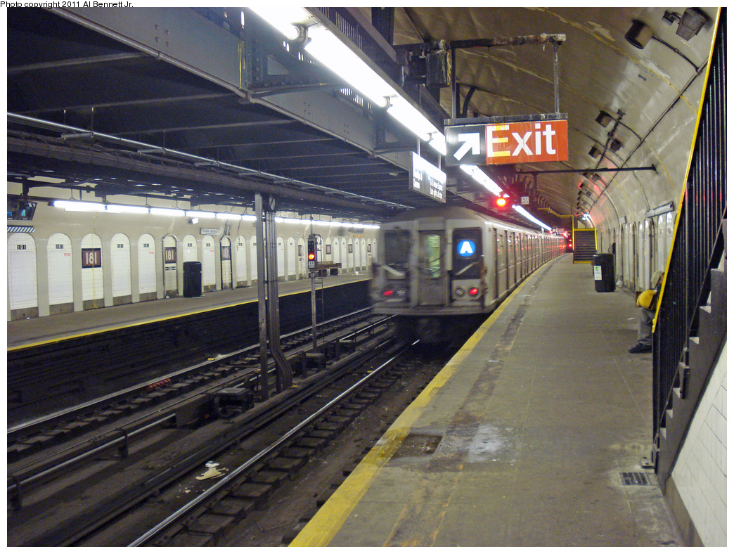(552k, 1044x788)<br><b>Country:</b> United States<br><b>City:</b> New York<br><b>System:</b> New York City Transit<br><b>Line:</b> IND 8th Avenue Line<br><b>Location:</b> 181st Street <br><b>Route:</b> A<br><b>Car:</b> R-40 (St. Louis, 1968)   <br><b>Photo by:</b> Al Bennett, Jr.<br><b>Date:</b> 1/19/2009<br><b>Viewed (this week/total):</b> 3 / 1439