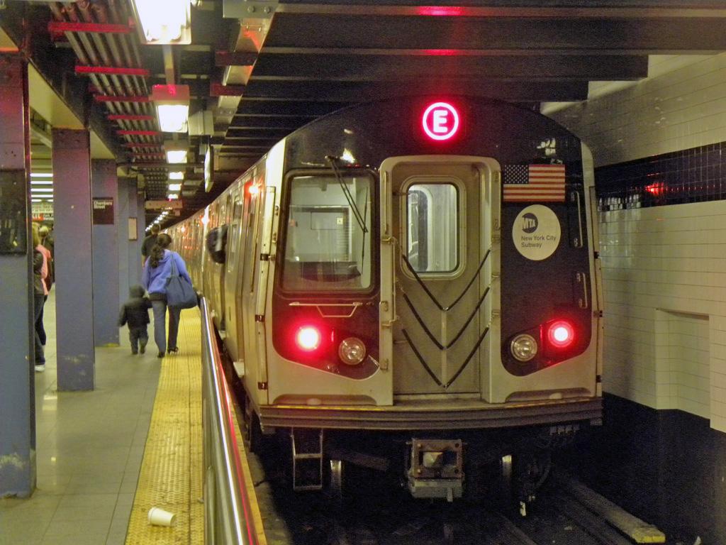 (298k, 1024x768)<br><b>Country:</b> United States<br><b>City:</b> New York<br><b>System:</b> New York City Transit<br><b>Line:</b> IND 8th Avenue Line<br><b>Location:</b> Chambers Street/World Trade Center <br><b>Route:</b> E<br><b>Car:</b> R-160A/R-160B Series (Number Unknown)  <br><b>Photo by:</b> Max S.<br><b>Date:</b> 4/9/2011<br><b>Viewed (this week/total):</b> 0 / 1125