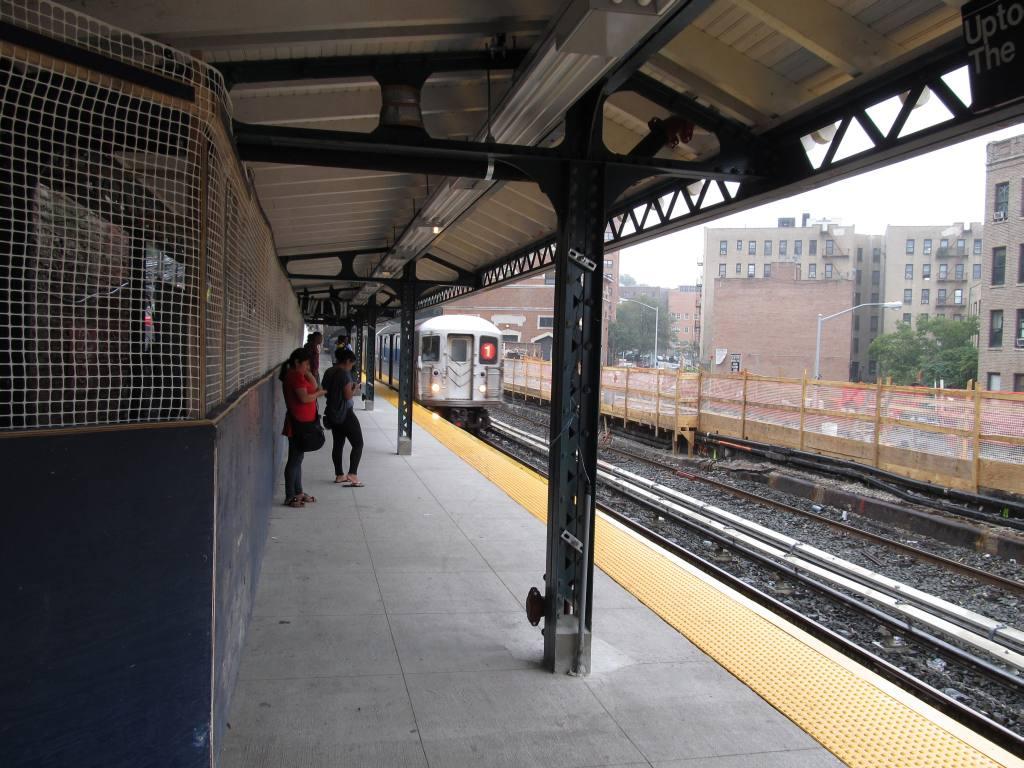 (142k, 1024x768)<br><b>Country:</b> United States<br><b>City:</b> New York<br><b>System:</b> New York City Transit<br><b>Line:</b> IRT West Side Line<br><b>Location:</b> Dyckman Street <br><b>Photo by:</b> Robbie Rosenfeld<br><b>Date:</b> 9/15/2011<br><b>Notes:</b> Station renovation- new n.b. platform; removed s.b. platform.<br><b>Viewed (this week/total):</b> 2 / 1385