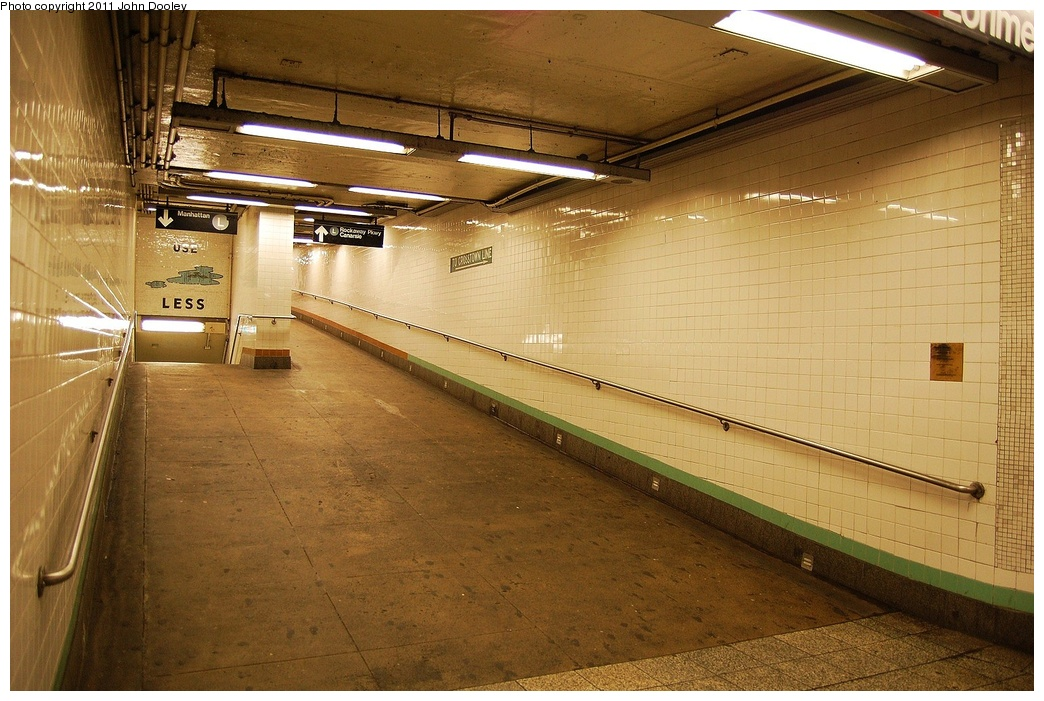 (351k, 1044x701)<br><b>Country:</b> United States<br><b>City:</b> New York<br><b>System:</b> New York City Transit<br><b>Line:</b> IND Crosstown Line<br><b>Location:</b> Metropolitan Avenue/Grand Street <br><b>Photo by:</b> John Dooley<br><b>Date:</b> 6/27/2011<br><b>Notes:</b> Ramp to L line.<br><b>Viewed (this week/total):</b> 2 / 1073