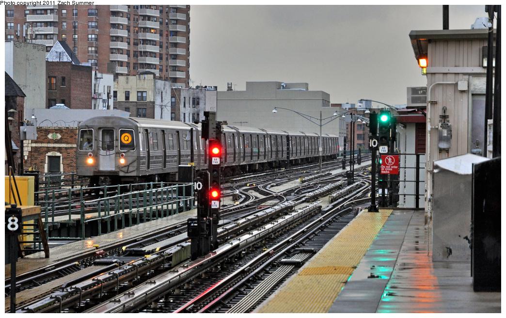 (410k, 1044x656)<br><b>Country:</b> United States<br><b>City:</b> New York<br><b>System:</b> New York City Transit<br><b>Line:</b> BMT Brighton Line<br><b>Location:</b> Brighton Beach <br><b>Route:</b> Q<br><b>Car:</b> R-68 (Westinghouse-Amrail, 1986-1988)  2800 <br><b>Photo by:</b> Zach Summer<br><b>Date:</b> 10/1/2011<br><b>Viewed (this week/total):</b> 0 / 1501