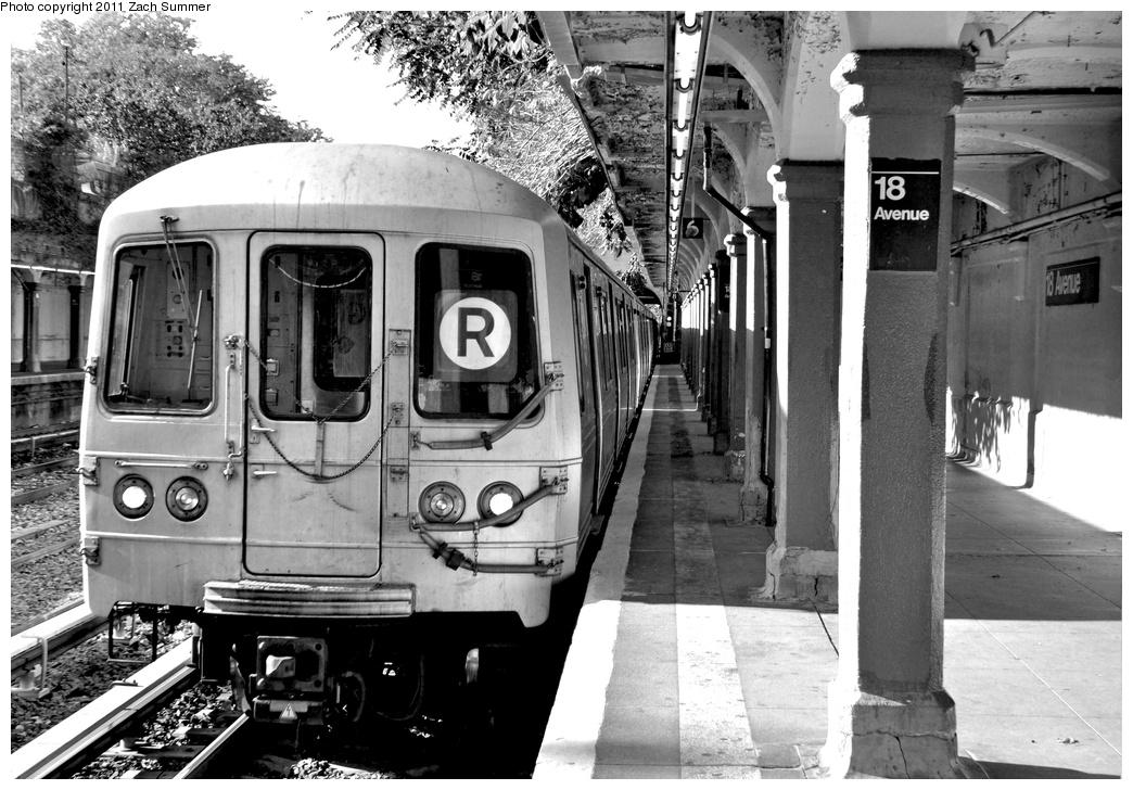 (328k, 1044x728)<br><b>Country:</b> United States<br><b>City:</b> New York<br><b>System:</b> New York City Transit<br><b>Line:</b> BMT Sea Beach Line<br><b>Location:</b> 18th Avenue <br><b>Route:</b> R Put-In<br><b>Car:</b> R-46 (Pullman-Standard, 1974-75) 5526 <br><b>Photo by:</b> Zach Summer<br><b>Date:</b> 10/7/2011<br><b>Viewed (this week/total):</b> 1 / 1083