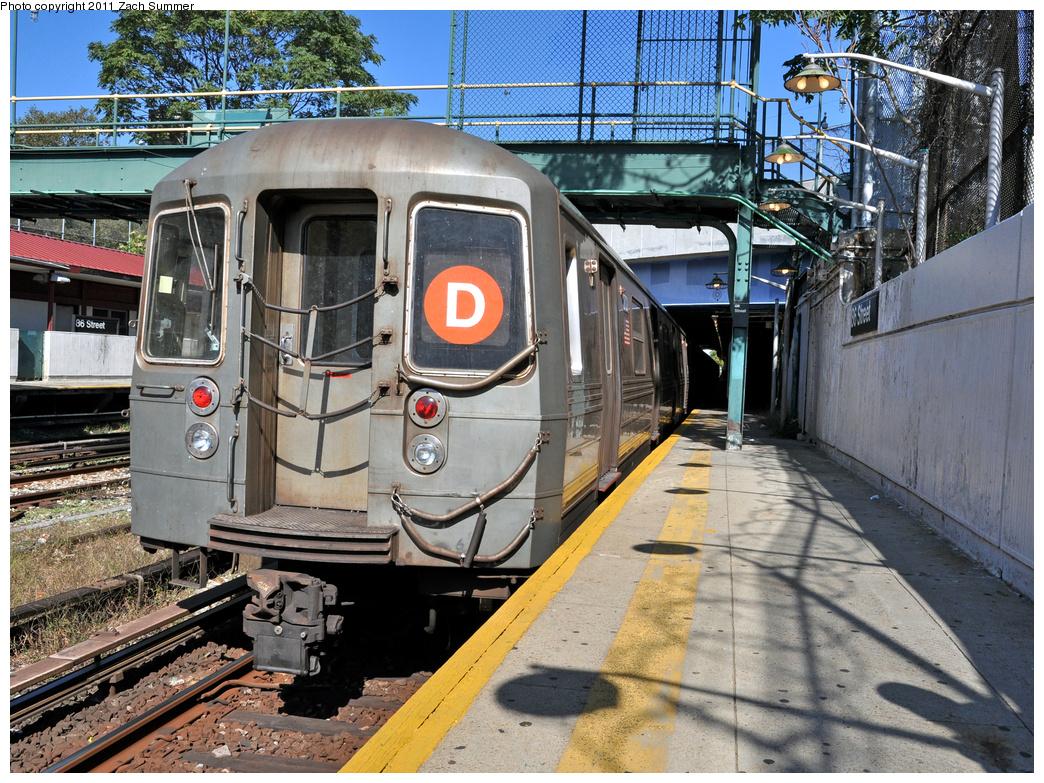 (542k, 1044x783)<br><b>Country:</b> United States<br><b>City:</b> New York<br><b>System:</b> New York City Transit<br><b>Line:</b> BMT Sea Beach Line<br><b>Location:</b> 86th Street <br><b>Route:</b> D Reroute<br><b>Car:</b> R-68 (Westinghouse-Amrail, 1986-1988)  2722 <br><b>Photo by:</b> Zach Summer<br><b>Date:</b> 10/9/2011<br><b>Viewed (this week/total):</b> 1 / 973