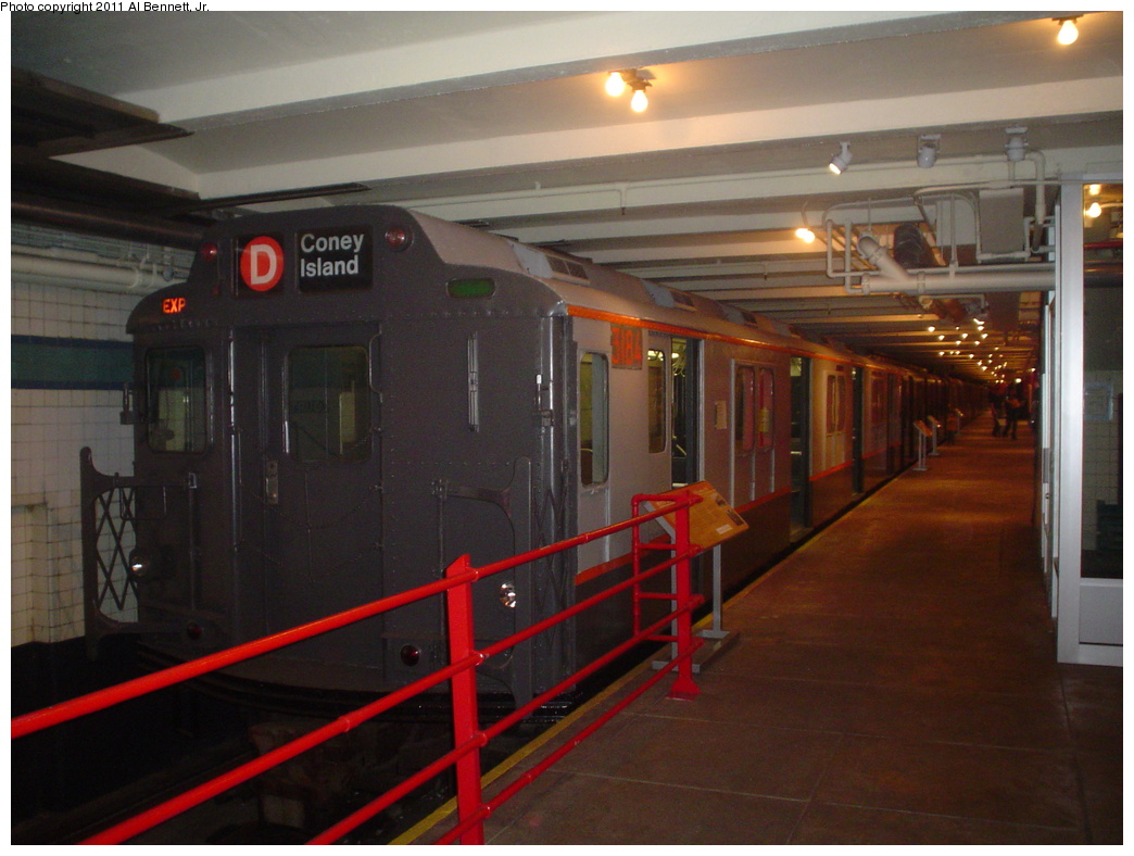 (287k, 1044x788)<br><b>Country:</b> United States<br><b>City:</b> New York<br><b>System:</b> New York City Transit<br><b>Location:</b> New York Transit Museum<br><b>Car:</b> R-10 (American Car & Foundry, 1948) 3184 <br><b>Photo by:</b> Al Bennett, Jr.<br><b>Date:</b> 10/9/2004<br><b>Viewed (this week/total):</b> 0 / 1706