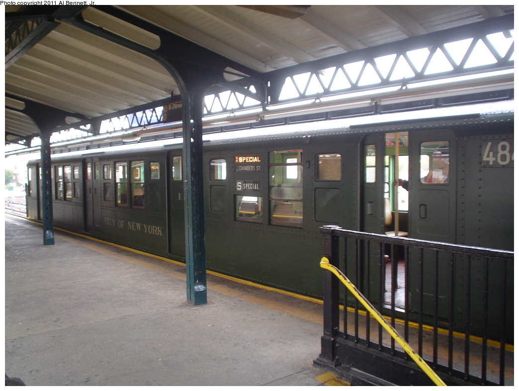 (298k, 1044x788)<br><b>Country:</b> United States<br><b>City:</b> New York<br><b>System:</b> New York City Transit<br><b>Line:</b> BMT Astoria Line<br><b>Location:</b> Astoria Boulevard/Hoyt Avenue <br><b>Route:</b> Fan Trip<br><b>Car:</b> R-4 (American Car & Foundry, 1932-1933) 484 <br><b>Photo by:</b> Al Bennett, Jr.<br><b>Date:</b> 10/29/2004<br><b>Viewed (this week/total):</b> 0 / 1053