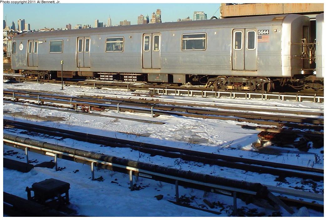 (292k, 1044x704)<br><b>Country:</b> United States<br><b>City:</b> New York<br><b>System:</b> New York City Transit<br><b>Line:</b> IND Crosstown Line<br><b>Location:</b> Smith/9th Street <br><b>Route:</b> F<br><b>Car:</b> R-46 (Pullman-Standard, 1974-75) 5644 <br><b>Photo by:</b> Al Bennett, Jr.<br><b>Viewed (this week/total):</b> 0 / 980