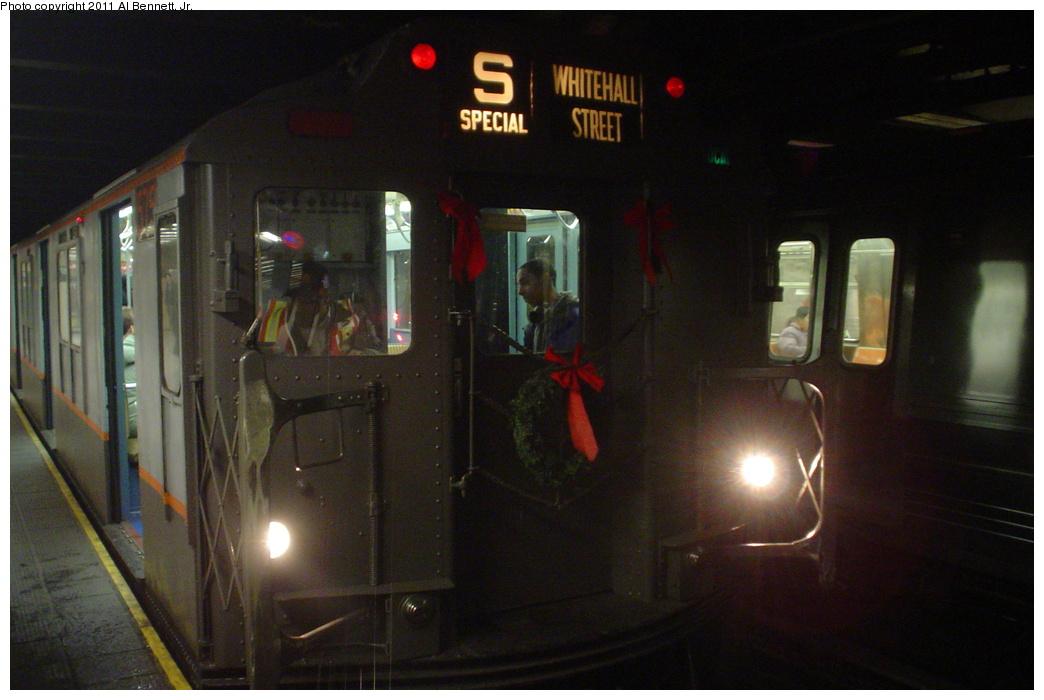 (266k, 1044x700)<br><b>Country:</b> United States<br><b>City:</b> New York<br><b>System:</b> New York City Transit<br><b>Line:</b> BMT Broadway Line<br><b>Location:</b> 49th Street <br><b>Route:</b> Fan Trip<br><b>Car:</b> R-7A (Pullman, 1938)  1575 <br><b>Photo by:</b> Al Bennett, Jr.<br><b>Date:</b> 12/12/2004<br><b>Viewed (this week/total):</b> 0 / 1256