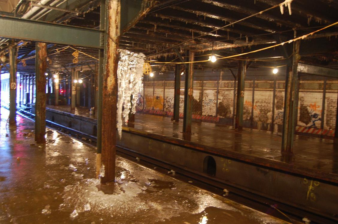 (176k, 1128x748)<br><b>Country:</b> United States<br><b>City:</b> New York<br><b>System:</b> New York City Transit<br><b>Line:</b> BMT Culver Line<br><b>Location:</b> 9th Avenue (Lower Level) <br><b>Collection of:</b> John Dooley<br><b>Date:</b> 12/12/2010<br><b>Viewed (this week/total):</b> 2 / 4499