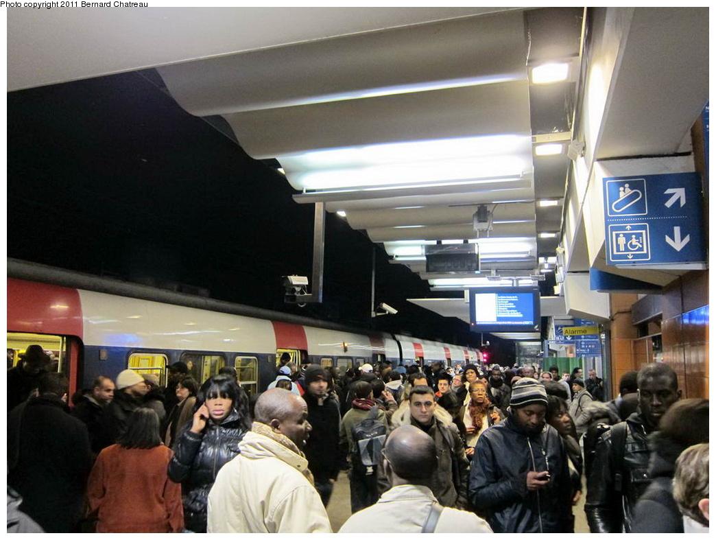 (291k, 1044x787)<br><b>Country:</b> France<br><b>City:</b> Paris<br><b>System:</b> SNCF/Transilien<br><b>Line:</b> RER B<br><b>Location:</b> Gare du Nord<br><b>Photo by:</b> Bernard Chatreau<br><b>Date:</b> 1/13/2010<br><b>Viewed (this week/total):</b> 0 / 321