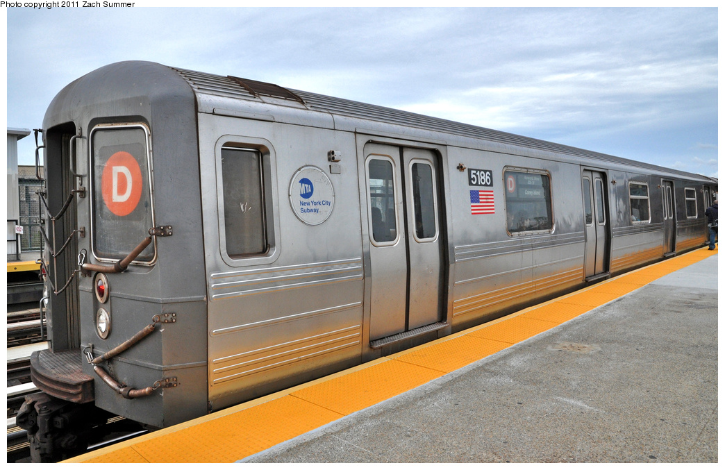 (360k, 1044x677)<br><b>Country:</b> United States<br><b>City:</b> New York<br><b>System:</b> New York City Transit<br><b>Line:</b> BMT West End Line<br><b>Location:</b> 71st Street <br><b>Route:</b> D<br><b>Car:</b> R-68A (Kawasaki, 1988-1989)  5186 <br><b>Photo by:</b> Zach Summer<br><b>Date:</b> 10/12/2011<br><b>Viewed (this week/total):</b> 0 / 1254
