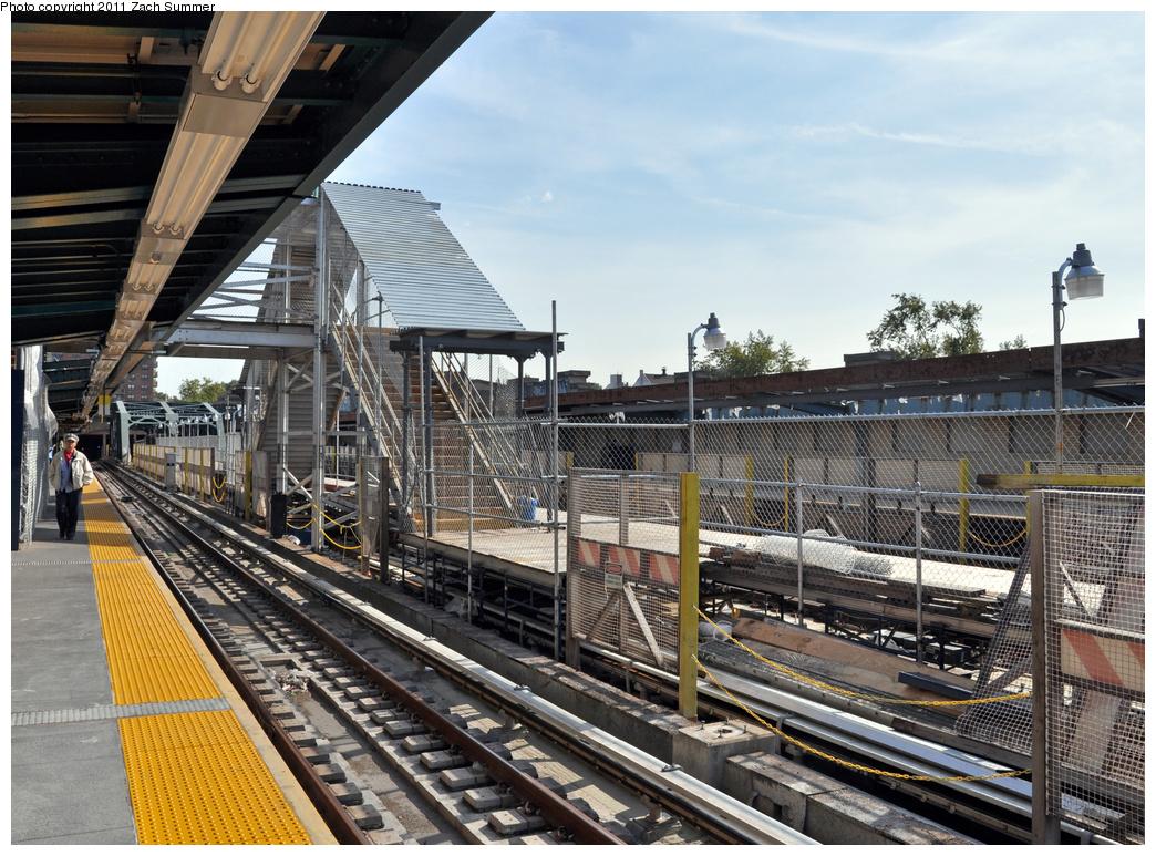 (459k, 1044x773)<br><b>Country:</b> United States<br><b>City:</b> New York<br><b>System:</b> New York City Transit<br><b>Line:</b> IND Crosstown Line<br><b>Location:</b> 4th Avenue <br><b>Photo by:</b> Zach Summer<br><b>Date:</b> 10/18/2011<br><b>Notes:</b> Temporary Platform<br><b>Viewed (this week/total):</b> 2 / 1015