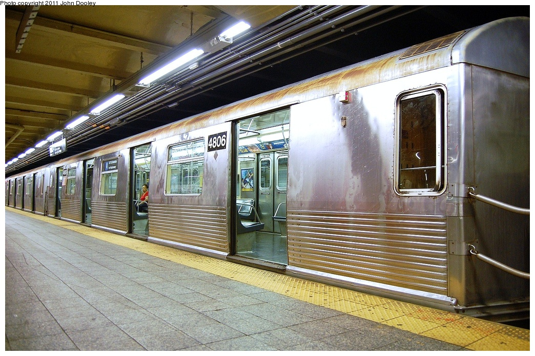 (401k, 1044x694)<br><b>Country:</b> United States<br><b>City:</b> New York<br><b>System:</b> New York City Transit<br><b>Line:</b> IND 8th Avenue Line<br><b>Location:</b> 207th Street <br><b>Route:</b> A<br><b>Car:</b> R-42 (St. Louis, 1969-1970)  4806 <br><b>Photo by:</b> John Dooley<br><b>Date:</b> 8/15/2011<br><b>Viewed (this week/total):</b> 6 / 714