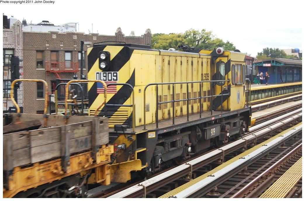 (351k, 1044x689)<br><b>Country:</b> United States<br><b>City:</b> New York<br><b>System:</b> New York City Transit<br><b>Line:</b> BMT West End Line<br><b>Location:</b> 50th Street <br><b>Route:</b> Work Service<br><b>Car:</b> R-120 Locomotive  909 <br><b>Photo by:</b> John Dooley<br><b>Date:</b> 10/12/2011<br><b>Viewed (this week/total):</b> 0 / 582