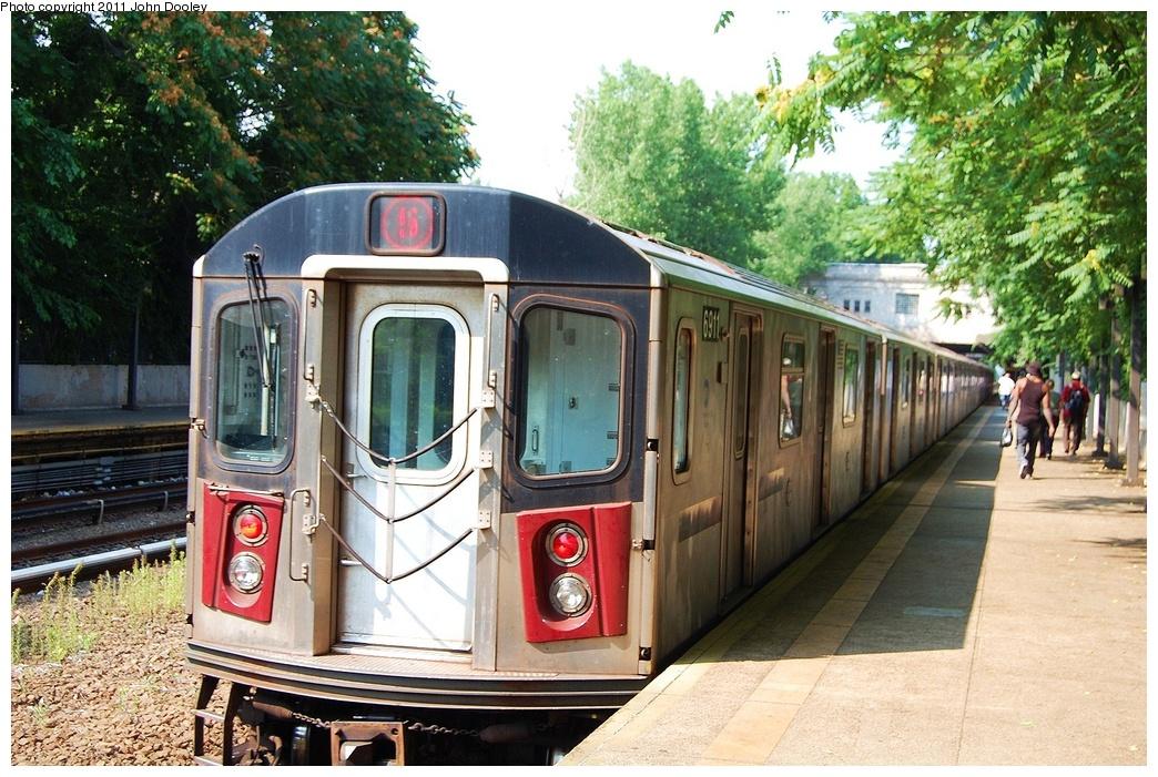 (390k, 1044x701)<br><b>Country:</b> United States<br><b>City:</b> New York<br><b>System:</b> New York City Transit<br><b>Line:</b> IRT Dyre Ave. Line<br><b>Location:</b> Gun Hill Road <br><b>Route:</b> 5<br><b>Car:</b> R-142 (Primary Order, Bombardier, 1999-2002)  6911 <br><b>Photo by:</b> John Dooley<br><b>Date:</b> 6/28/2011<br><b>Viewed (this week/total):</b> 3 / 973