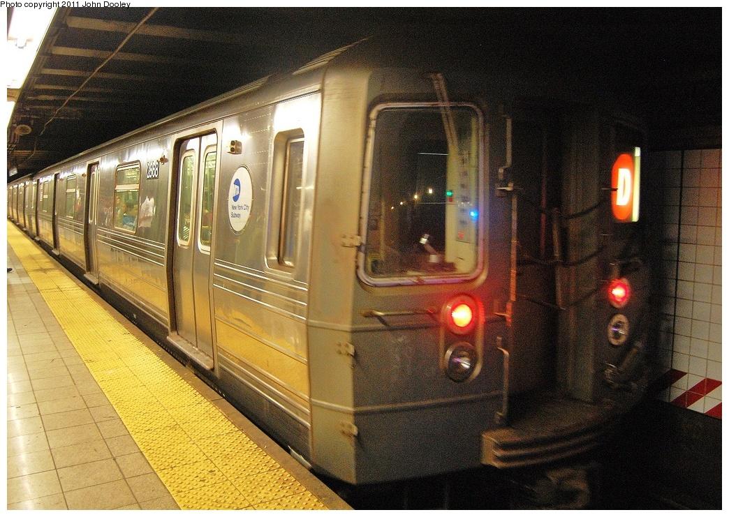 (415k, 1044x741)<br><b>Country:</b> United States<br><b>City:</b> New York<br><b>System:</b> New York City Transit<br><b>Line:</b> BMT 4th Avenue<br><b>Location:</b> Pacific Street <br><b>Route:</b> D<br><b>Car:</b> R-68 (Westinghouse-Amrail, 1986-1988)  2868 <br><b>Photo by:</b> John Dooley<br><b>Date:</b> 9/22/2011<br><b>Viewed (this week/total):</b> 0 / 1265