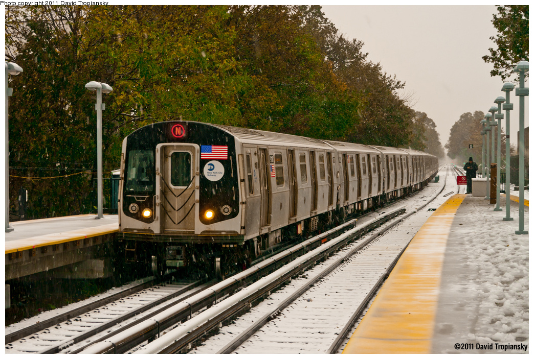 (488k, 1044x703)<br><b>Country:</b> United States<br><b>City:</b> New York<br><b>System:</b> New York City Transit<br><b>Line:</b> BMT Brighton Line<br><b>Location:</b> Kings Highway <br><b>Route:</b> N reroute<br><b>Car:</b> R-160B (Option 1) (Kawasaki, 2008-2009)  9118 <br><b>Photo by:</b> David Tropiansky<br><b>Date:</b> 10/29/2011<br><b>Viewed (this week/total):</b> 0 / 1182