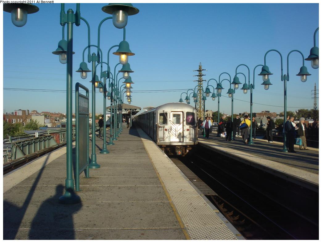 (334k, 1044x788)<br><b>Country:</b> United States<br><b>City:</b> New York<br><b>System:</b> New York City Transit<br><b>Line:</b> IRT Flushing Line<br><b>Location:</b> 61st Street/Woodside <br><b>Route:</b> 7<br><b>Car:</b> R-62A (Bombardier, 1984-1987)   <br><b>Photo by:</b> Al Bennett, Jr.<br><b>Date:</b> 10/7/2008<br><b>Viewed (this week/total):</b> 1 / 861