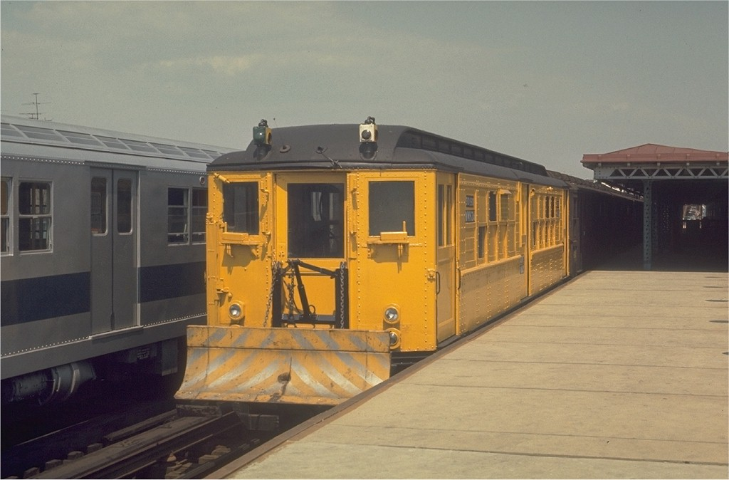 (145k, 1024x674)<br><b>Country:</b> United States<br><b>City:</b> New York<br><b>System:</b> New York City Transit<br><b>Line:</b> IRT White Plains Road Line<br><b>Location:</b> 225th Street <br><b>Car:</b> Snow Plow (Low-V Converted) 30190 (ex-5606)<br><b>Photo by:</b> Joe Testagrose<br><b>Date:</b> 4/26/1970<br><b>Notes:</b> Snowplow<br><b>Viewed (this week/total):</b> 2 / 4852