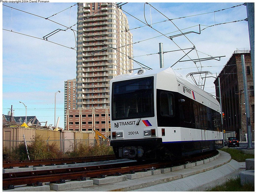 (298k, 1044x788)<br><b>Country:</b> United States<br><b>City:</b> Jersey City, NJ<br><b>System:</b> Hudson Bergen Light Rail<br><b>Location:</b> Harsimus Cove <br><b>Car:</b> NJT-HBLR LRV (Kinki-Sharyo, 1998-99)  2001 <br><b>Photo by:</b> David Pirmann<br><b>Date:</b> 11/12/2000<br><b>Notes:</b> Curve south of Harsimus Cove station<br><b>Viewed (this week/total):</b> 1 / 2910