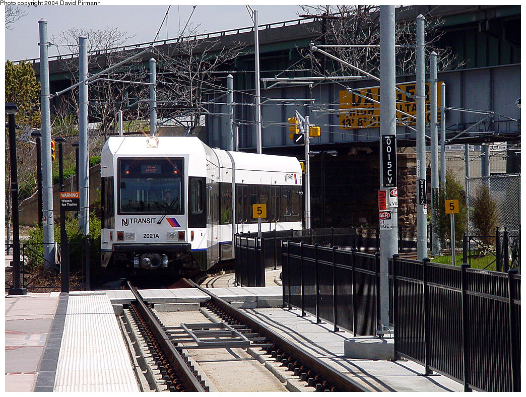 (358k, 1044x788)<br><b>Country:</b> United States<br><b>City:</b> Jersey City, NJ<br><b>System:</b> Hudson Bergen Light Rail<br><b>Location:</b> Liberty State Park <br><b>Car:</b> NJT-HBLR LRV (Kinki-Sharyo, 1998-99)  2021 <br><b>Photo by:</b> David Pirmann<br><b>Date:</b> 4/29/2000<br><b>Viewed (this week/total):</b> 0 / 2830