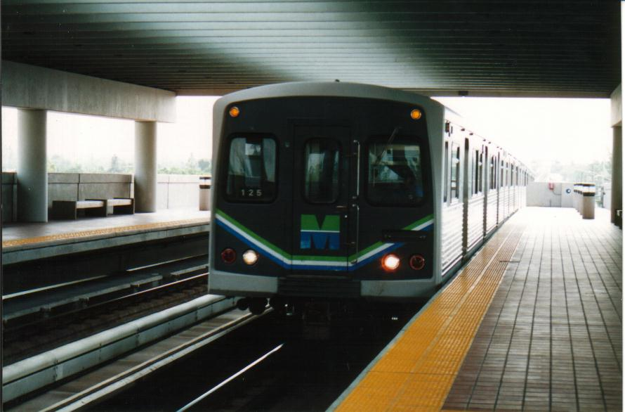 (65k, 890x586)<br><b>Country:</b> United States<br><b>City:</b> Miami, FL<br><b>System:</b> Miami Metrorail<br><b>Location:</b> Tri-Rail <br><b>Photo by:</b> Bob Pickering<br><b>Date:</b> 8/1/1993<br><b>Viewed (this week/total):</b> 0 / 4923