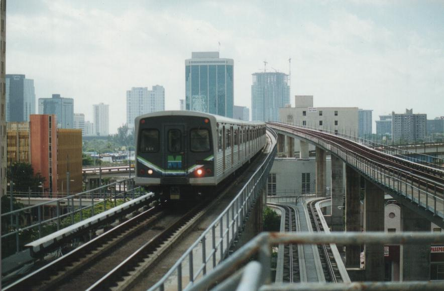 (64k, 884x580)<br><b>Country:</b> United States<br><b>City:</b> Miami, FL<br><b>System:</b> Miami Metrorail<br><b>Location:</b> Government Center <br><b>Photo by:</b> Bob Pickering<br><b>Date:</b> 1/8/1997<br><b>Notes:</b> Metrorail crossing the Miami River in downtown. Note the peoplemover tracks below<br><b>Viewed (this week/total):</b> 3 / 8225