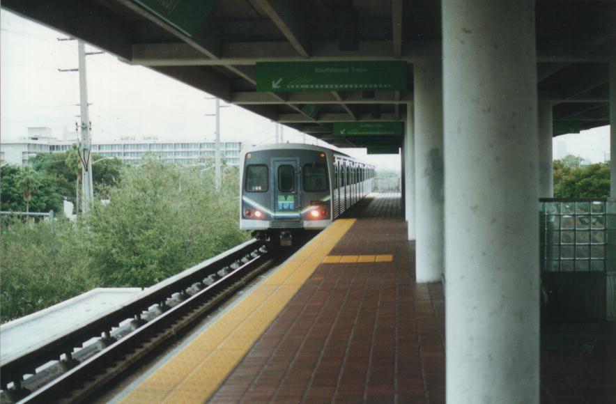 (60k, 884x580)<br><b>Country:</b> United States<br><b>City:</b> Miami, FL<br><b>System:</b> Miami Metrorail<br><b>Location:</b> University <br><b>Photo by:</b> Bob Pickering<br><b>Date:</b> 1/16/1997<br><b>Viewed (this week/total):</b> 4 / 4232