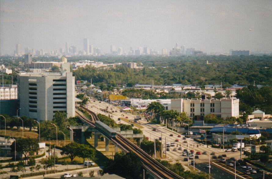 (83k, 890x586)<br><b>Country:</b> United States<br><b>City:</b> Miami, FL<br><b>System:</b> Miami Metrorail<br><b>Location:</b> Dadeland South <br><b>Photo by:</b> Bob Pickering<br><b>Date:</b> 2000<br><b>Notes:</b> View from Marriott Hotel- southbound arriving at Dadeland South<br><b>Viewed (this week/total):</b> 1 / 5507